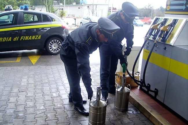 guardia di finanza benzinai