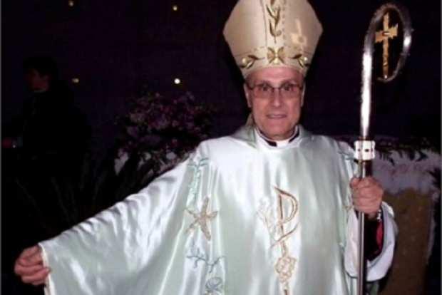 Vescovo di Mazara del Vallo veste Armani