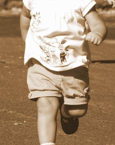 Bambino di 20 mesi scappa dall'asilo nido e le maestre non se ne accorgono