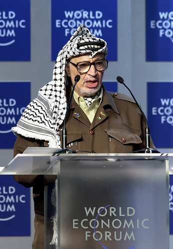 Mistero sulla morte di Yasser Arafat. Verrà riesumato il cadavere