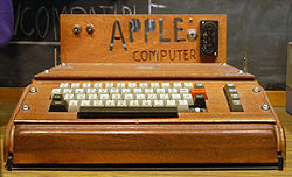 Apple: il primogenito di Steve Jobs all'asta per 640 mila dollari