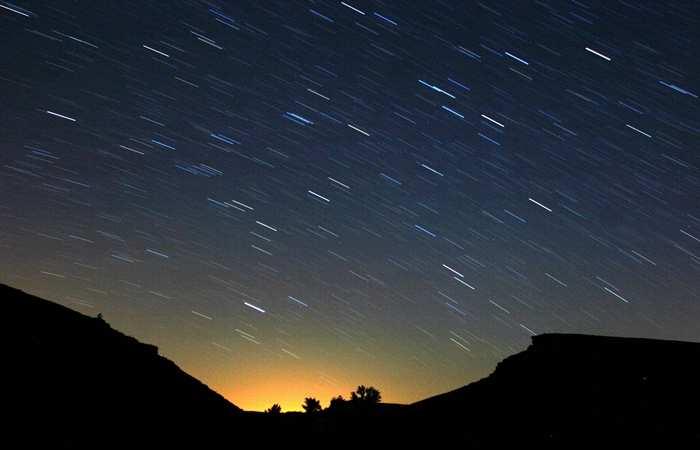 Leonid meteors light up night sky in Spain