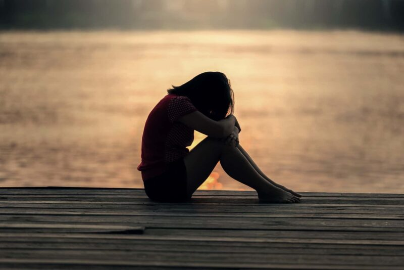 donna triste 800x534 - Depressione stagionale - SAD, i rimedi