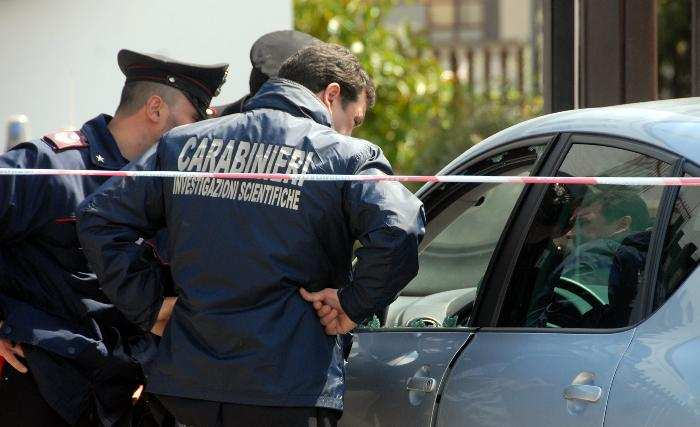 Poliziotto esasperato dai debiti si spara davanti alla caserma dei Carabinieri