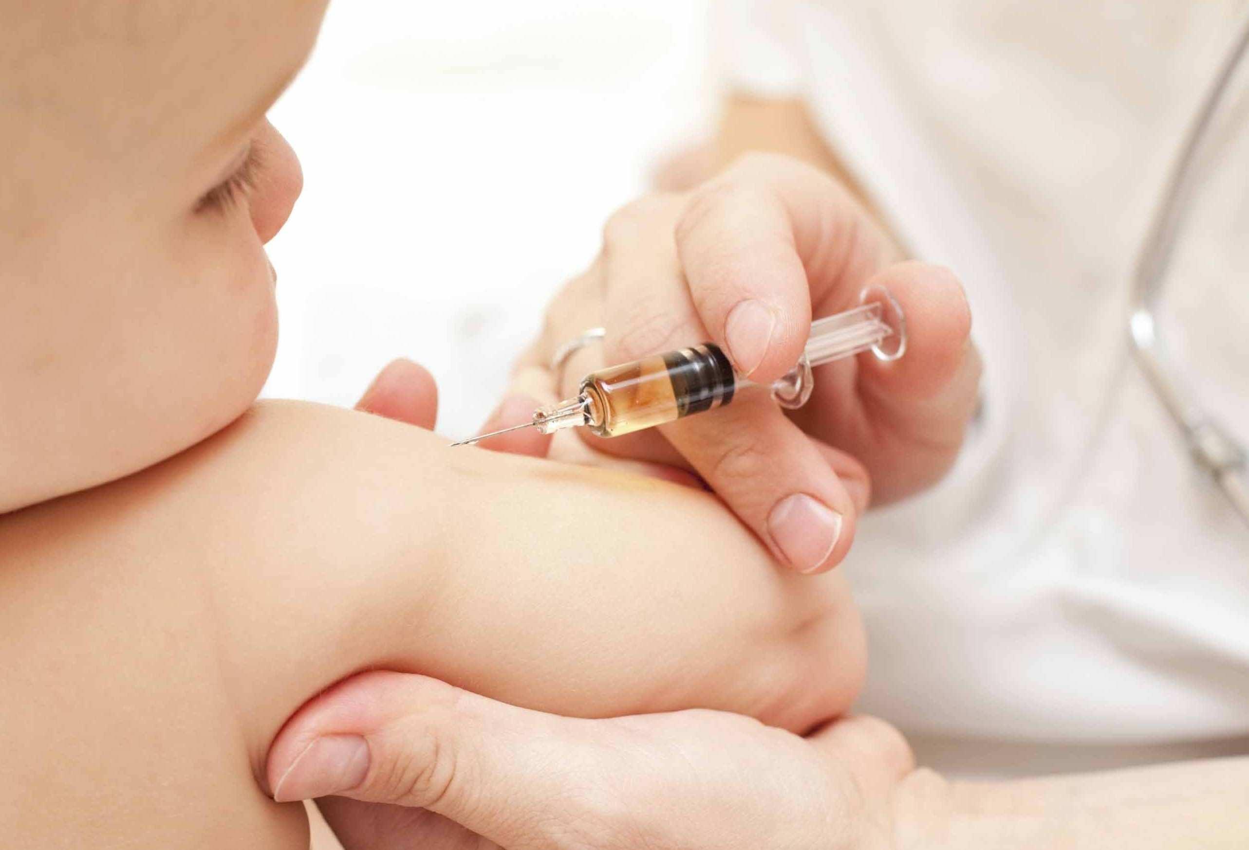 vaccinazione bambini e1352272855421 - Salute: causa vaccini 145.000 bambini morti in 20 anni ?