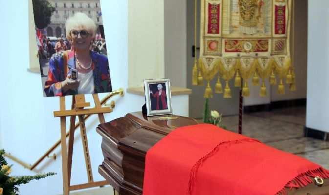 L'ultimo saluto a Franca Rame e Milano si tinge di rosso