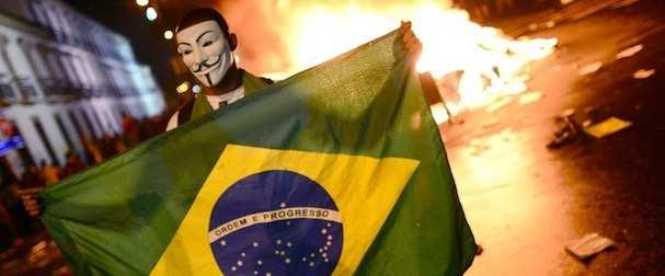 Brasile: forti proteste e due morti. Ora rischia il calcio