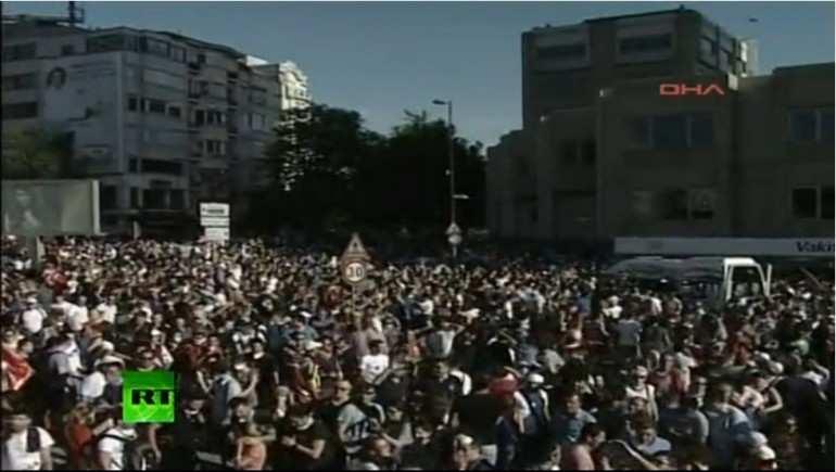 Turchia: taxi si lancia sulla folla. Muore un ragazzo di 20 anni