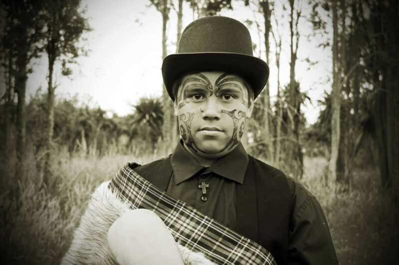 tatuaggio maori viso scaled 800x533 - Tatuaggi Maori: il Significato di un rito sacro le foto per una scelta mirata
