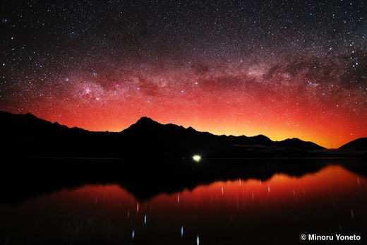 Ottobre Rosso sulla Terra: aurore boreali regalano immagini mai viste prima