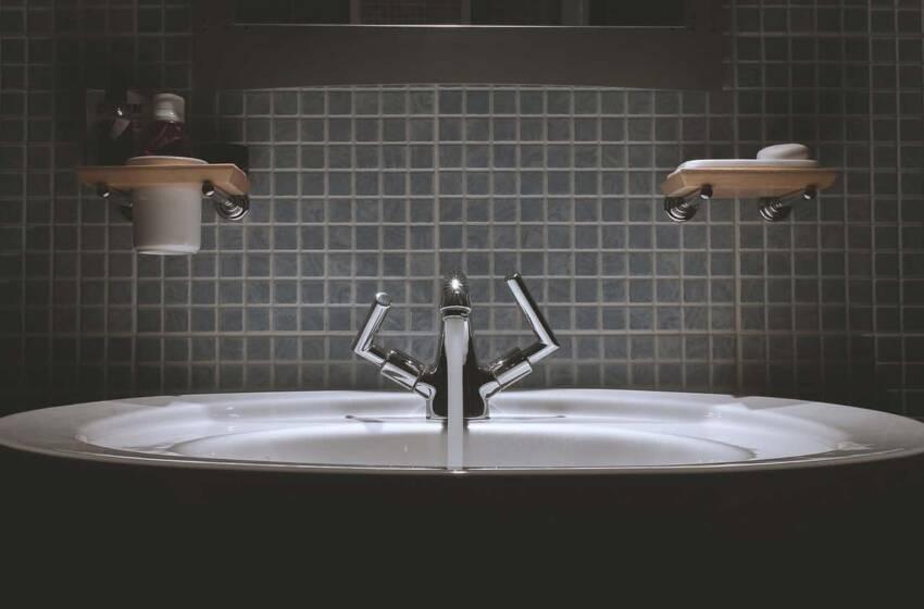 Come pulire al meglio il bagno e le piastrelle