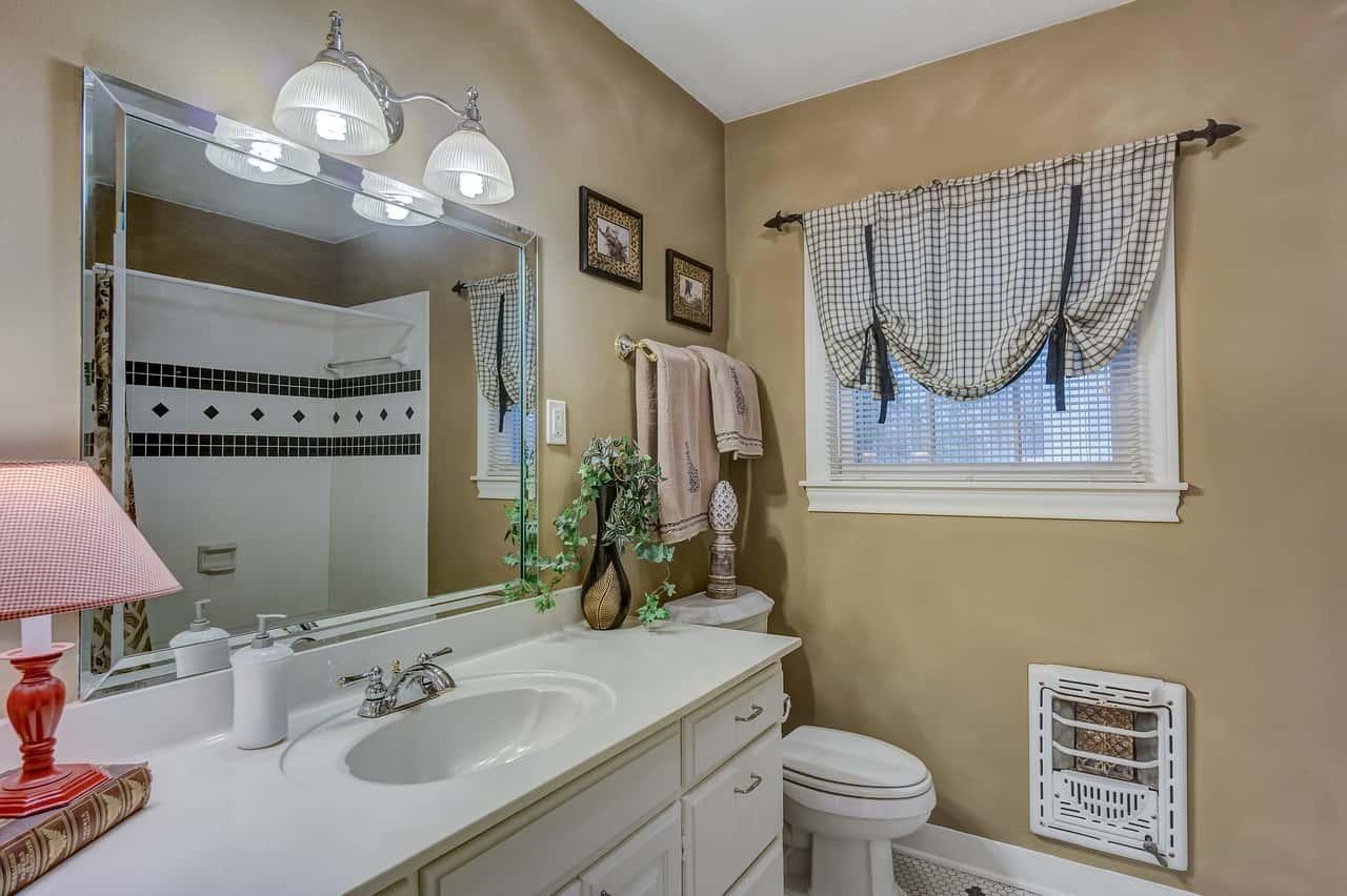 Pulire bagno e piastrelle - Come pulire al meglio il bagno e le piastrelle