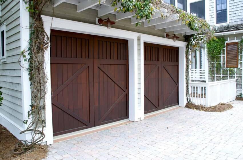 Come riparare la porta basculante di un garage