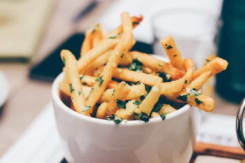 patatine fritte prezzemolo 800x533 - Patatine fritte: 5 stuzzicanti curiosità
