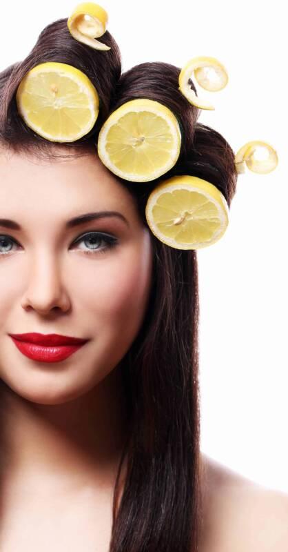 schiarire i capelli con il limone 418x800 - Schiarire i capelli senza danneggiarli con Rimedi naturali