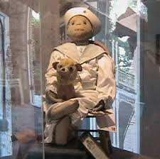 oggetti infestati - Oggetti infestati e bambole possedute: curiosità paranormali