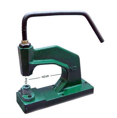 Come applicare occhielli, borchie e bottoni automatici col tochietto e rivettatrice