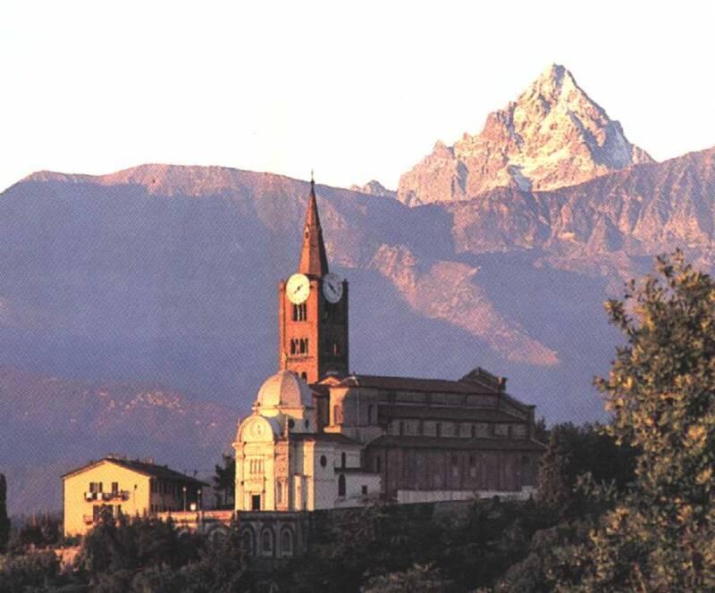 chiesa pinerolo 800x664 - Case di ieri e di oggi a Pinerolo, una panoramica della città Piemontese