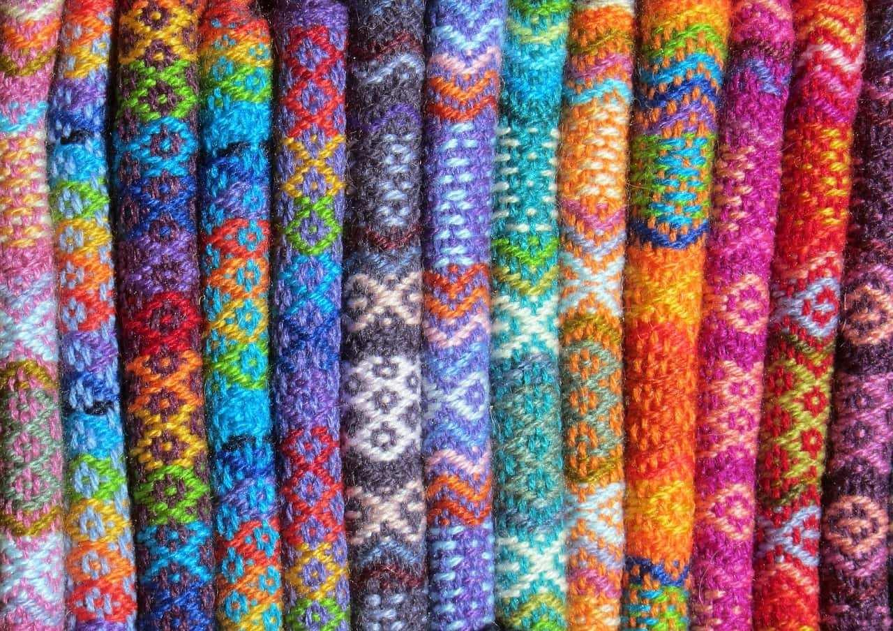 lana colorata - I materiali adoperati nella creazione dell'abbigliamento