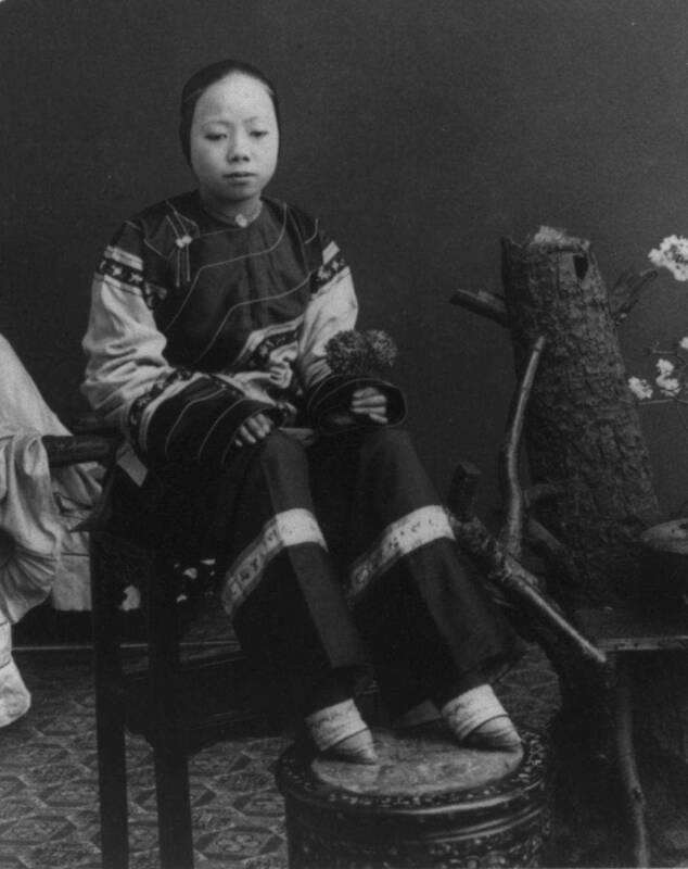 loto doro 1 634x800 - Loto d'oro, le donne dai piedi piccoli, un'inquietante tradizione cinese