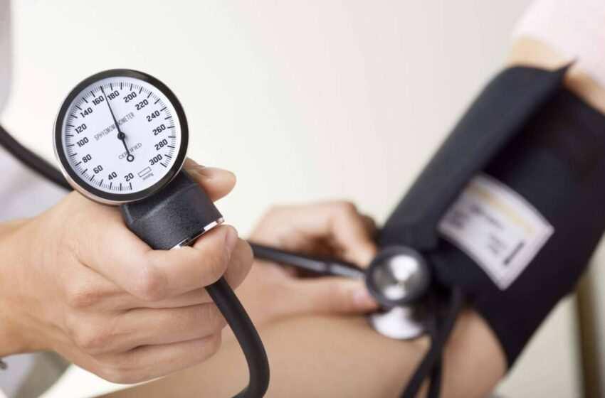 Pressione alta: cause, sintomi e rimedi naturali