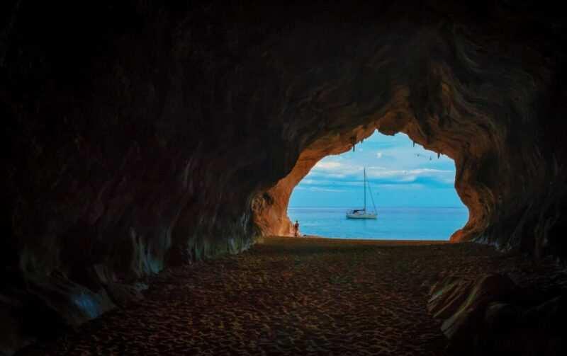 grotta sardegna scaled 800x503 - Vacanze in Sardegna, la meta preferita dai turisti