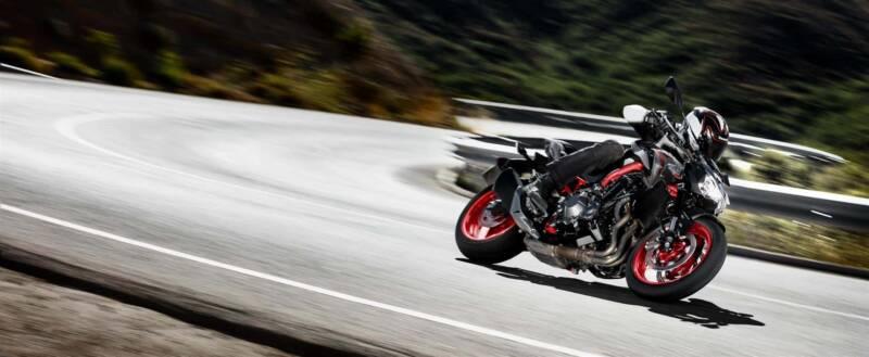 19MY Z900 Shot9 800x329 - La motocicletta si evolve, dall'abbigliamento hi-tech alle moto elettriche
