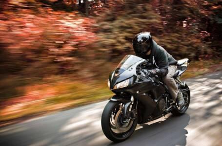 La motocicletta si evolve, dall'abbigliamento hi-tech alle moto elettriche