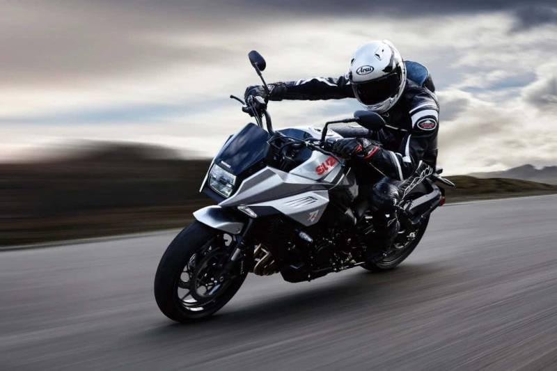 KATANA M0 Action 22 800x533 - La motocicletta si evolve, dall'abbigliamento hi-tech alle moto elettriche