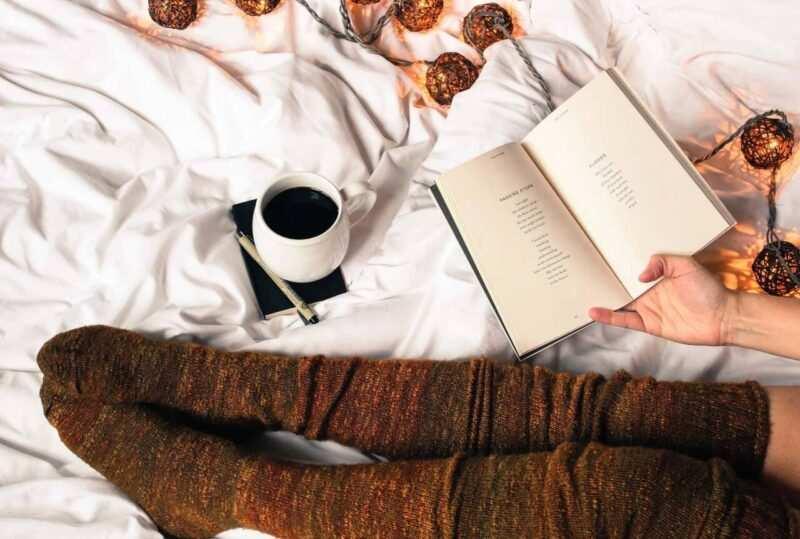 leggere libro letto scaled 800x539 - La Collina del Vento il libro di Carmine Abate - la recensione