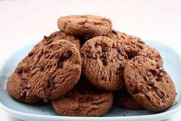 biscotti vegani 1 - Biscotti vegani: due ricette di biscotti al cacao senza burro e uova