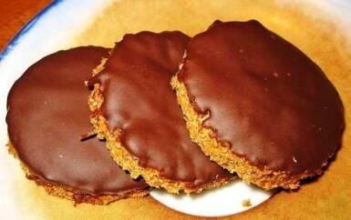 biscotti vegani 385x242 - Biscotti vegani: due ricette di biscotti al cacao senza burro e uova