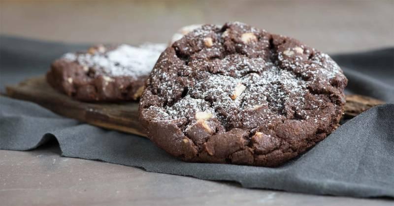 biscotti vegani al cioccolato 800x418 - Biscotti vegani: due ricette di biscotti al cacao senza burro e uova