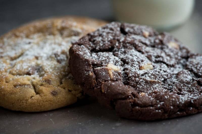 biscotti vegani al cioccolato ricetta 800x534 - Biscotti vegani: due ricette di biscotti al cacao senza burro e uova