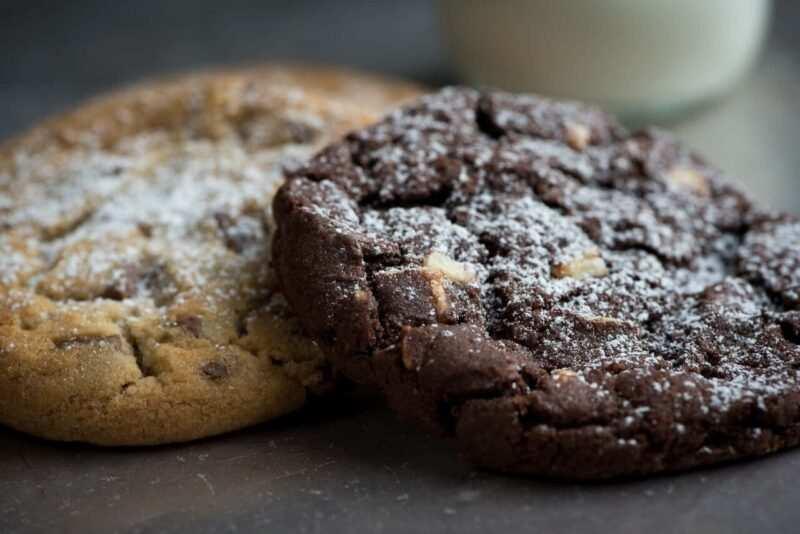 biscotti vegani al cioccolato ricetta scaled 800x534 - Biscotti vegani: due ricette di biscotti al cacao senza burro e uova