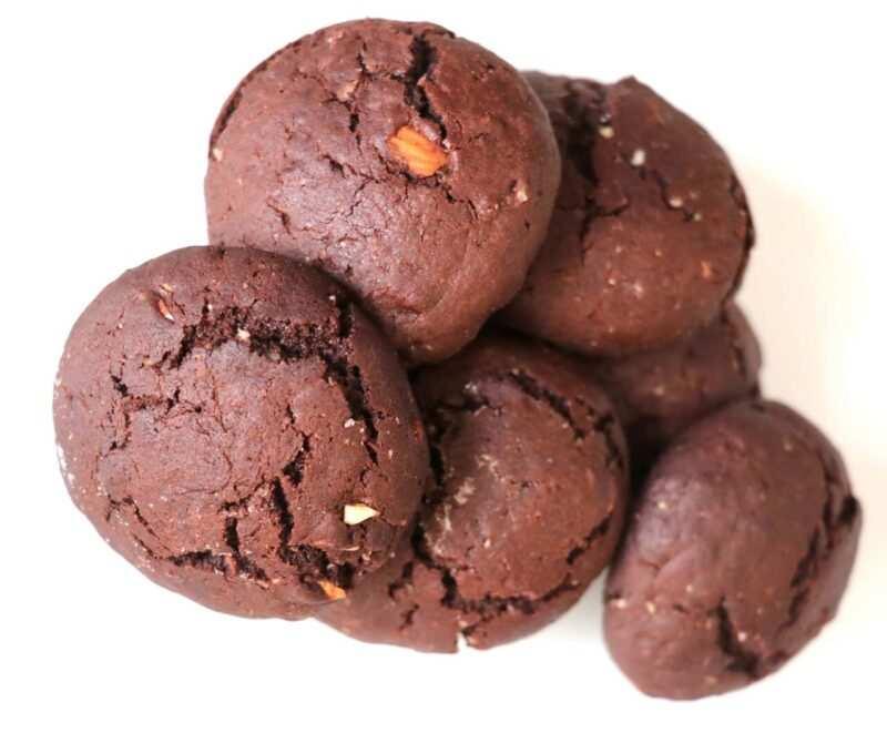 biscotti vegani al cioccolato ricette scaled 800x661 - Biscotti vegani: due ricette di biscotti al cacao senza burro e uova
