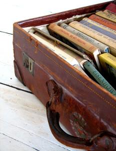 consigli sui libri 3 232x300 - Consigli sui libri: 3 libri da mettere in valigia