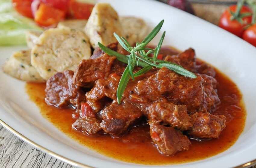 Gulasch lo spezzatino di manzo ungherese la ricetta Ricette