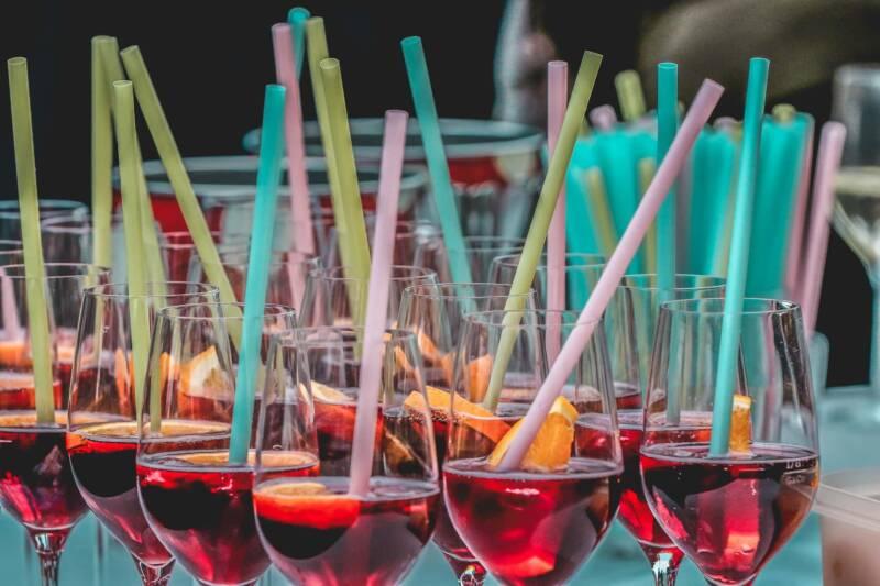 happy hour aperitivo bicchieri 800x533 - Happy Hour: Come organizzare un aperitivo perfetto a casa tua