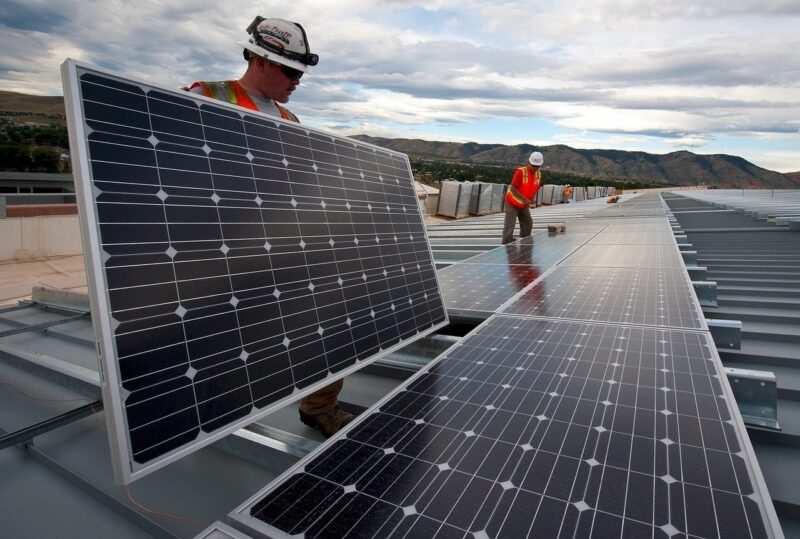 pannelli solari installazione 800x539 - Consigli sull'installazione di un impianto fotovoltaico