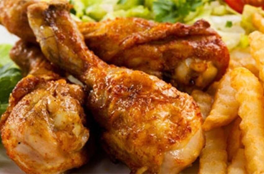 Cosce di pollo in padella con salsa di verdure
