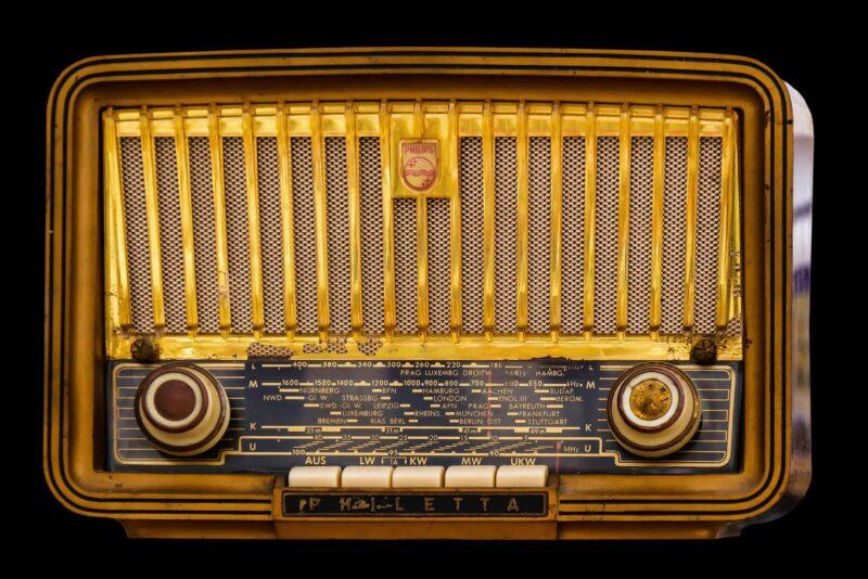 radio antiquariato 800x534 - Lista di nozze per arredare casa con l'antiquariato