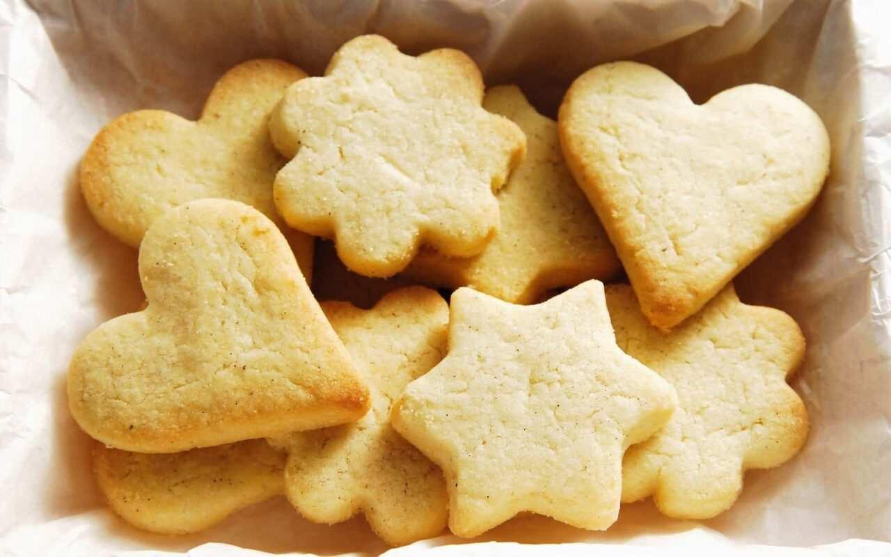 Biscotti al burro 1 scaled - Biscotti al burro: la ricetta, semplice veloce e gustosa