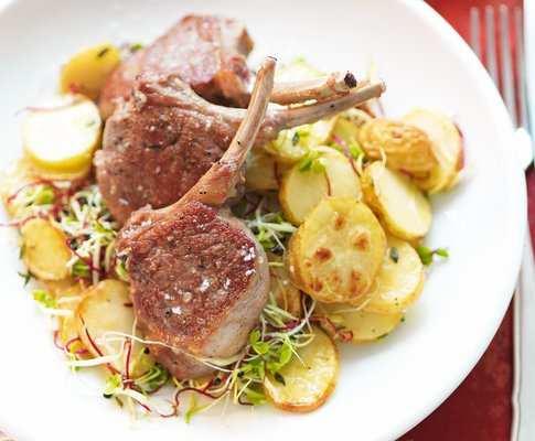Panada con agnello e patate
