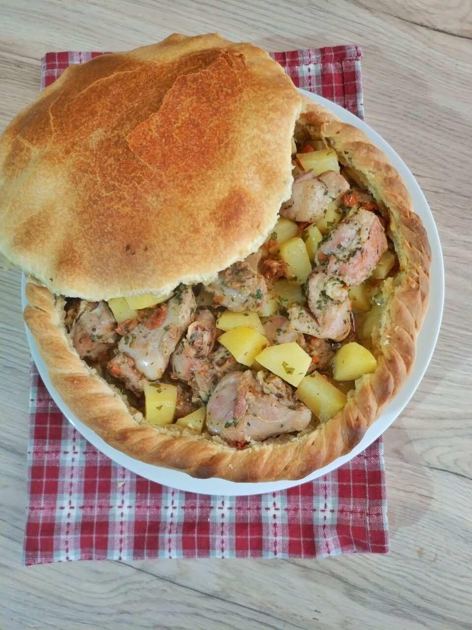 panada con agnello e patate scaled - Panada con agnello e patate la ricetta