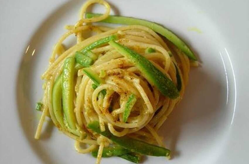 Ricette di pasta con zucchine: bucatini alla carbonara vegetariana