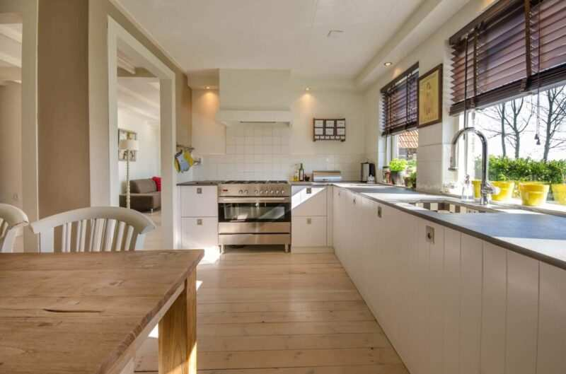 cucina su misura 2 scaled 800x529 - I trucchi per pulire la cucina che tutti dovremmo conoscere
