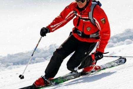 Prendere lezioni di sci in una scuola di sci