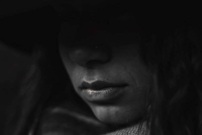 attacchi di panico ansia 800x533 - Cosa fare contro gli attacchi d'ansia - guida e rimedi naturali