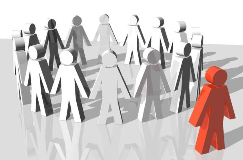 Fobia sociale, come sconfiggerla aumentando l'autostima